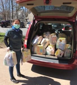 Eline Martinez delivering groceries.